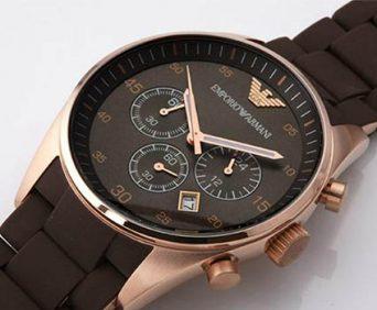 Комплект часы и клатч Emporio Armani - часы из нержавеющей стали и каучуковым ремешком