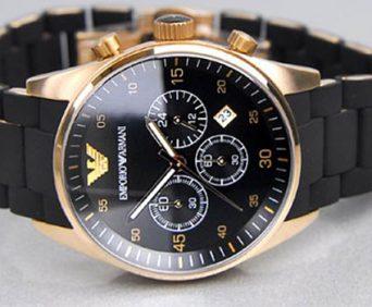 часы и клатч Emporio Armani - часы с антибликовым стеклом