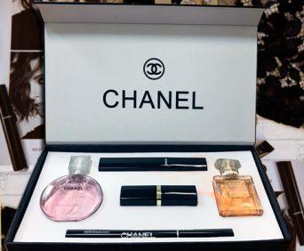 Набор 5 в 1 от Chanel - тушь, помада, карандаш, два аромата