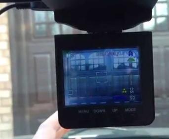 Видеорегистратор HD Smart 3 в 1 легко поворачивается в сторону сотрудника ГИБДД