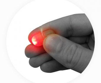 Волшебный Светлячок крепится к пальцу
