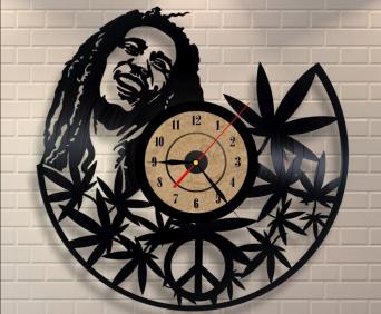 Часы из виниловых пластинок - музыканты