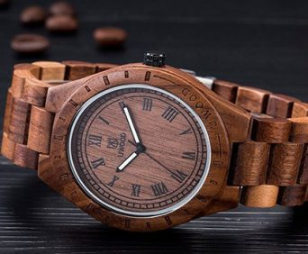 Часы из дерева и очки в подарок - гладкие на ощупь и легкие