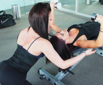 Утягивающий корсет waist trainer подчеркивает женственность