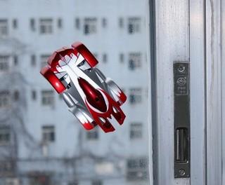Wall Racer - антигравитационная машинка умеет ездить по окнам